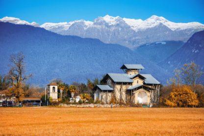 Село Лыхны вид на горы. Абхазия.
