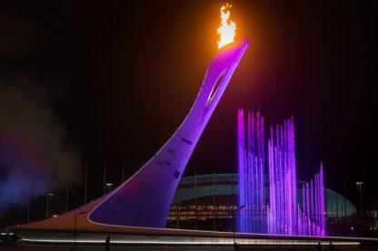 Олимпийский огонь. Фото вечером.