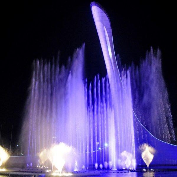 Шоу фонтанов в Олимпийском парке.
