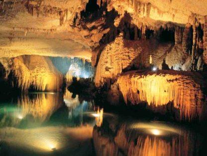 Пещера в Новом Афоне. Фото с подсветкой.